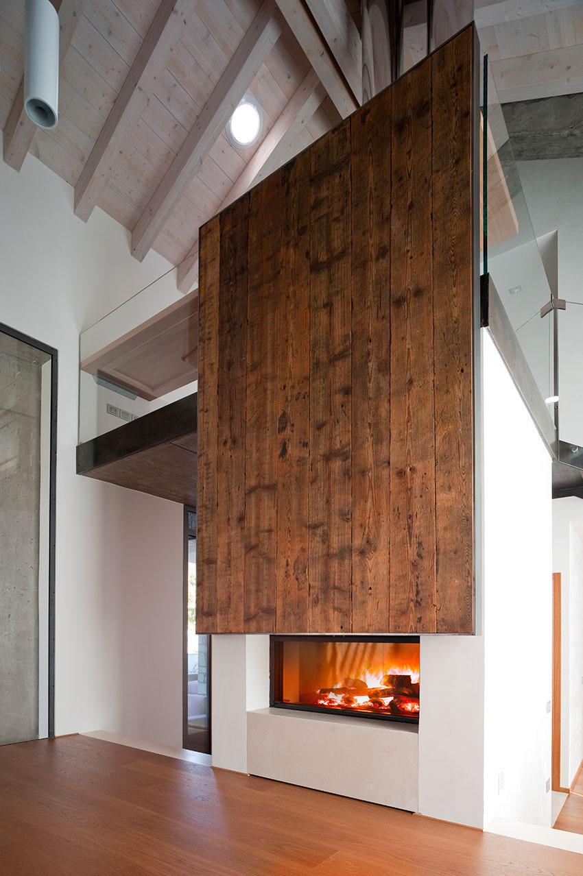 Holz-heizkamin für einen Passivhaus MCZ