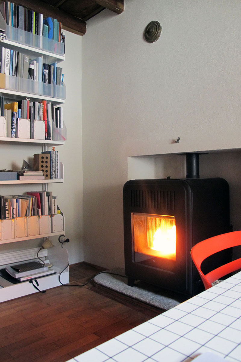 Pellet stove in niche by MCZ