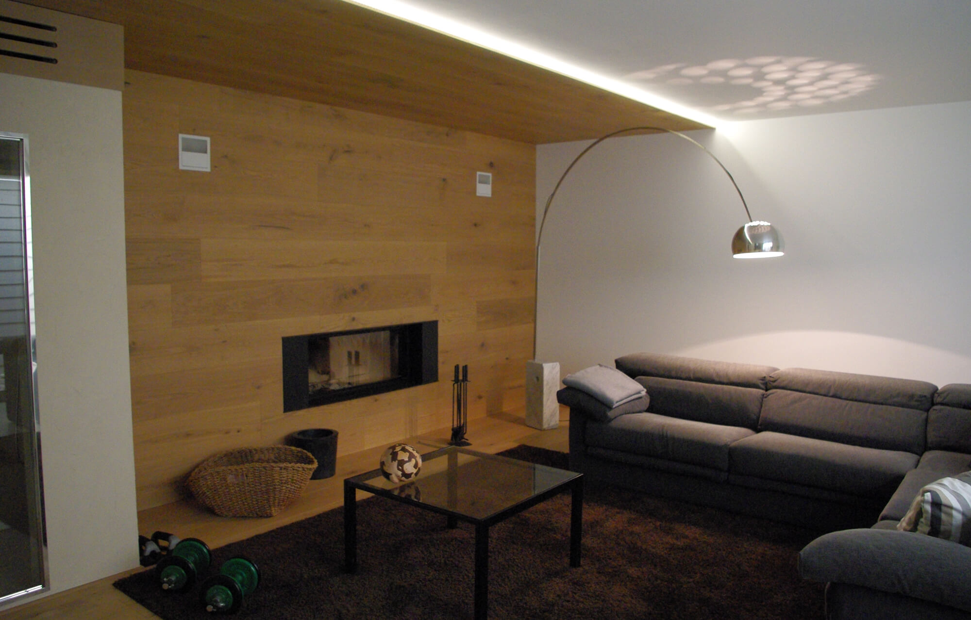 wood-fireplace-relax-area-1